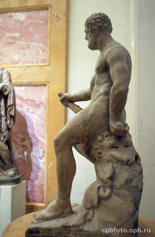Отдыхающий Геракл. Скульптура. Эрмитаж. Зал Геракла.